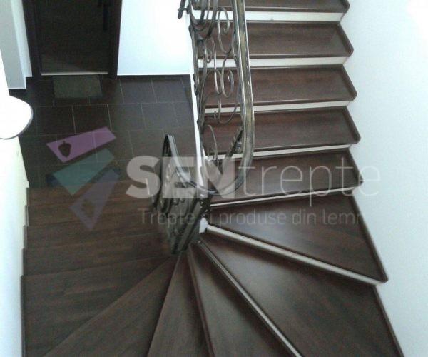 scara curbata cu balustrada din fier forjat